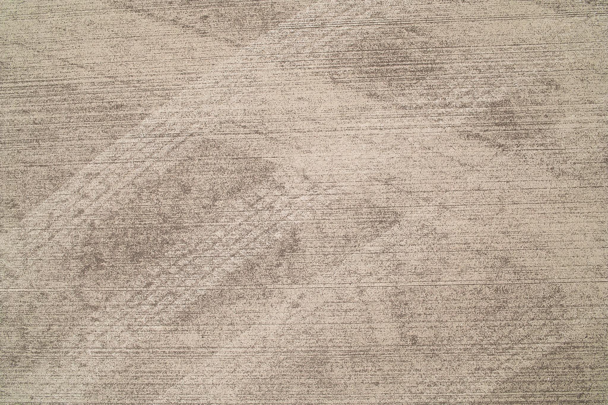 茶色く汚れたコンクリート