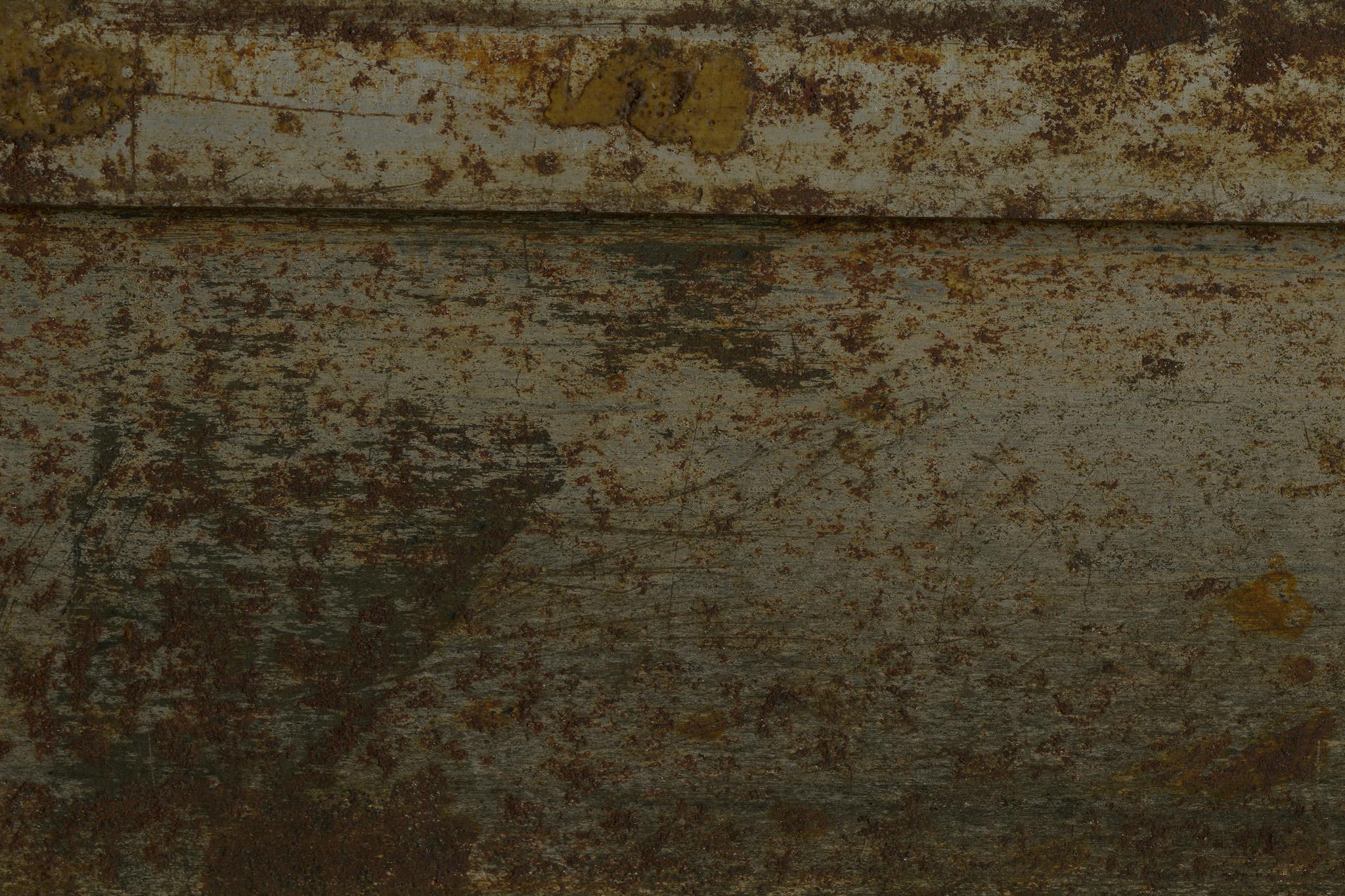 「茶色いサビと傷がある金属」の素材を無料ダウンロード