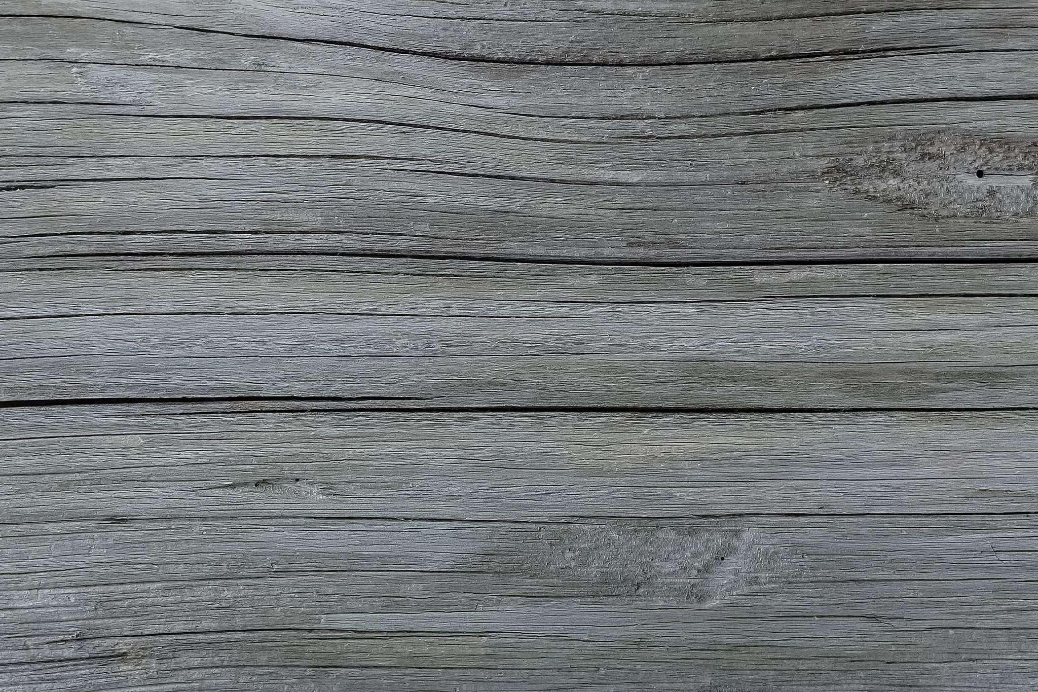 「白く乾燥した木の質感」