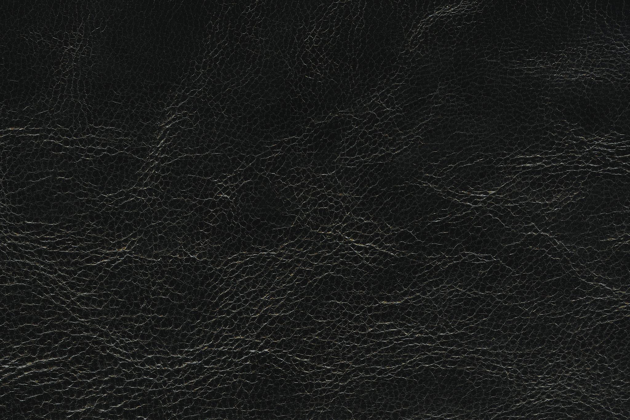 「艶のあるブラックレザー」