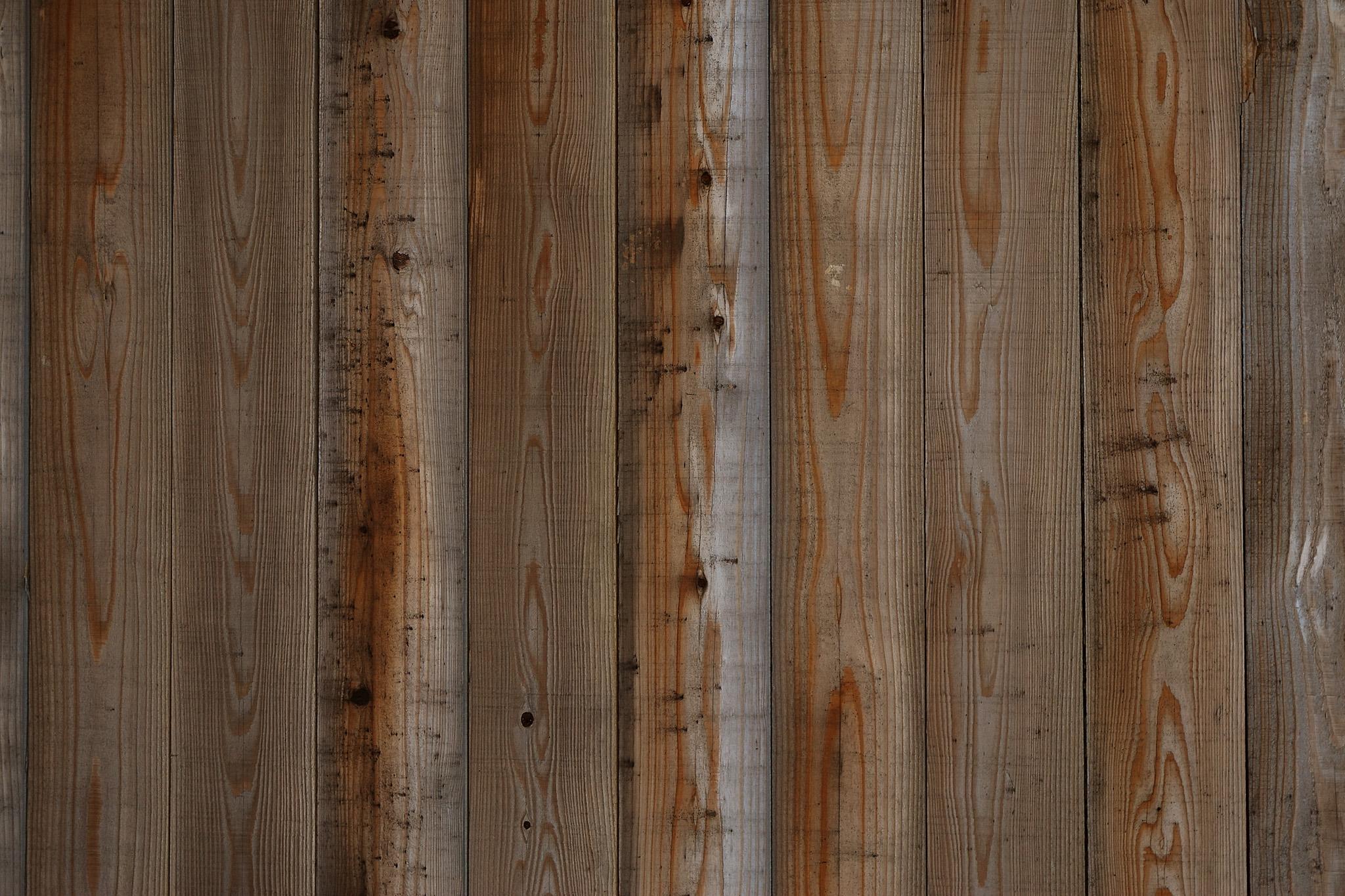 「木目と節の調和が美しい板」