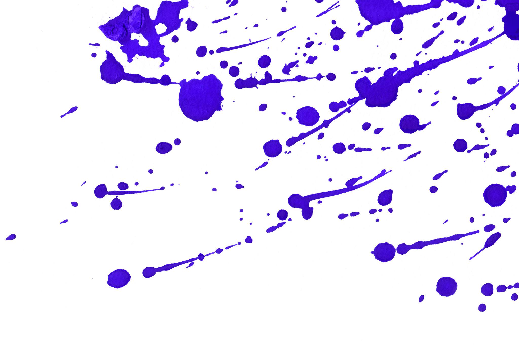 「跳ねるように飛散った紫の水彩模様」