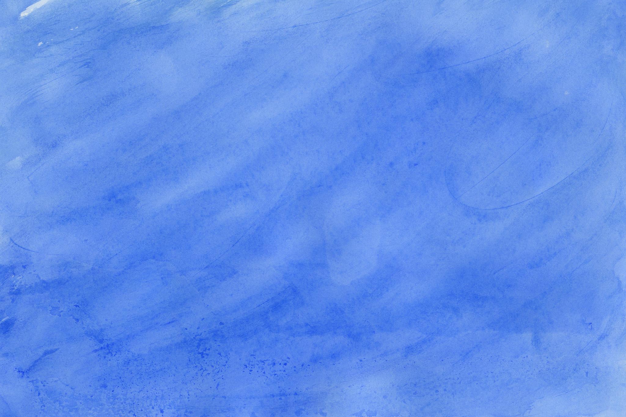 「筆で薄く塗ったインクブルーの水彩」