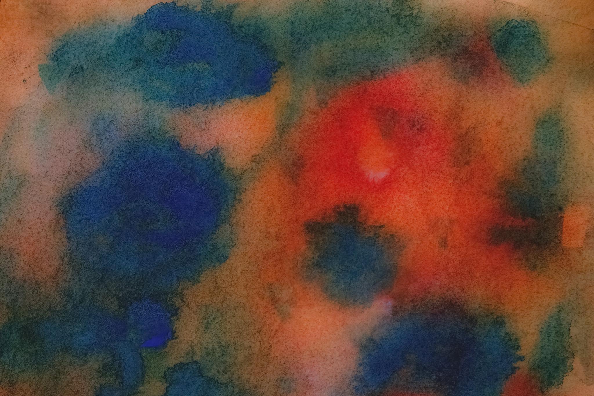 「滲んで暈ける青と赤の水彩薄塗り」