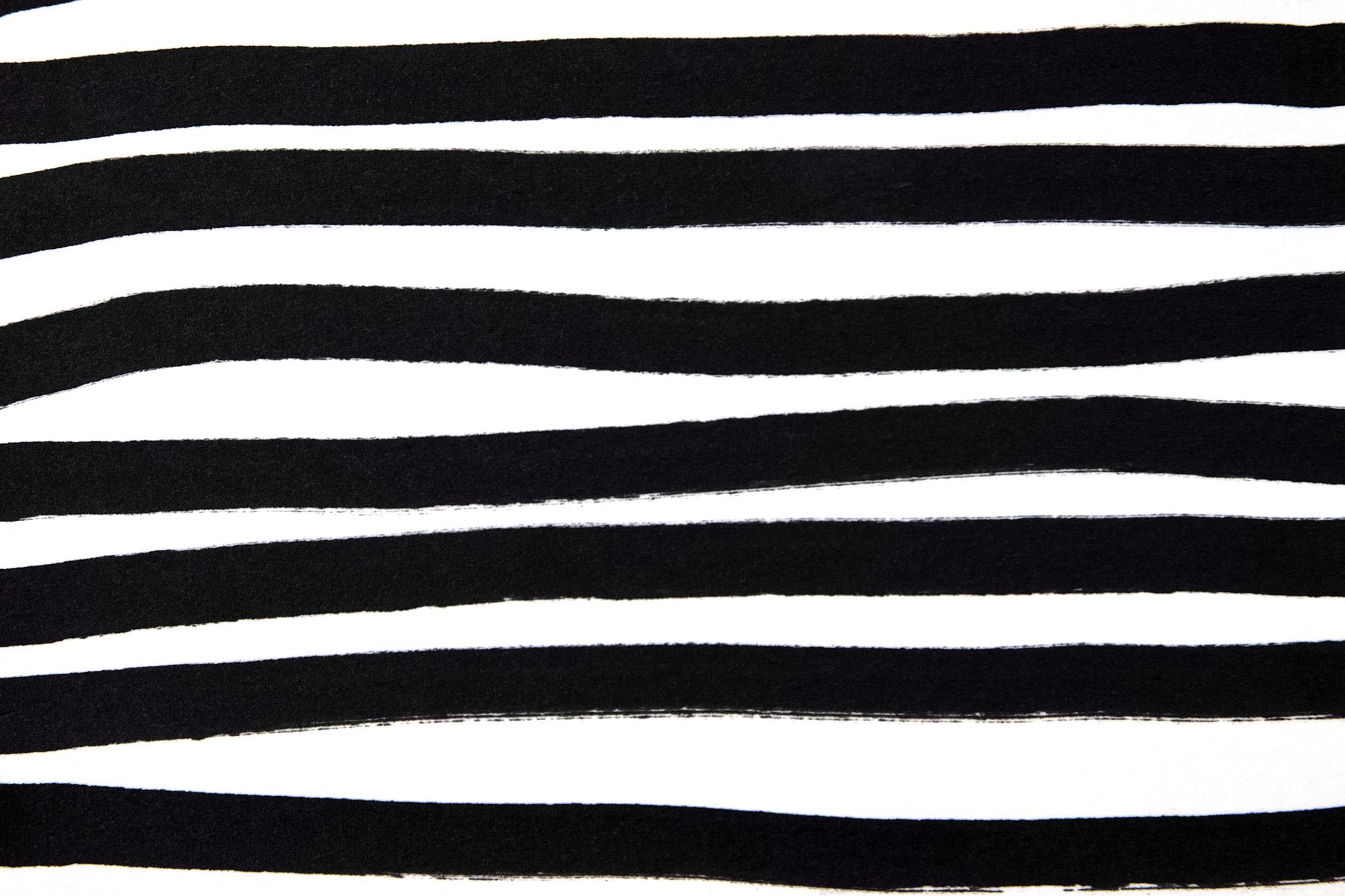 「黒マジックで描いたストライプ」
