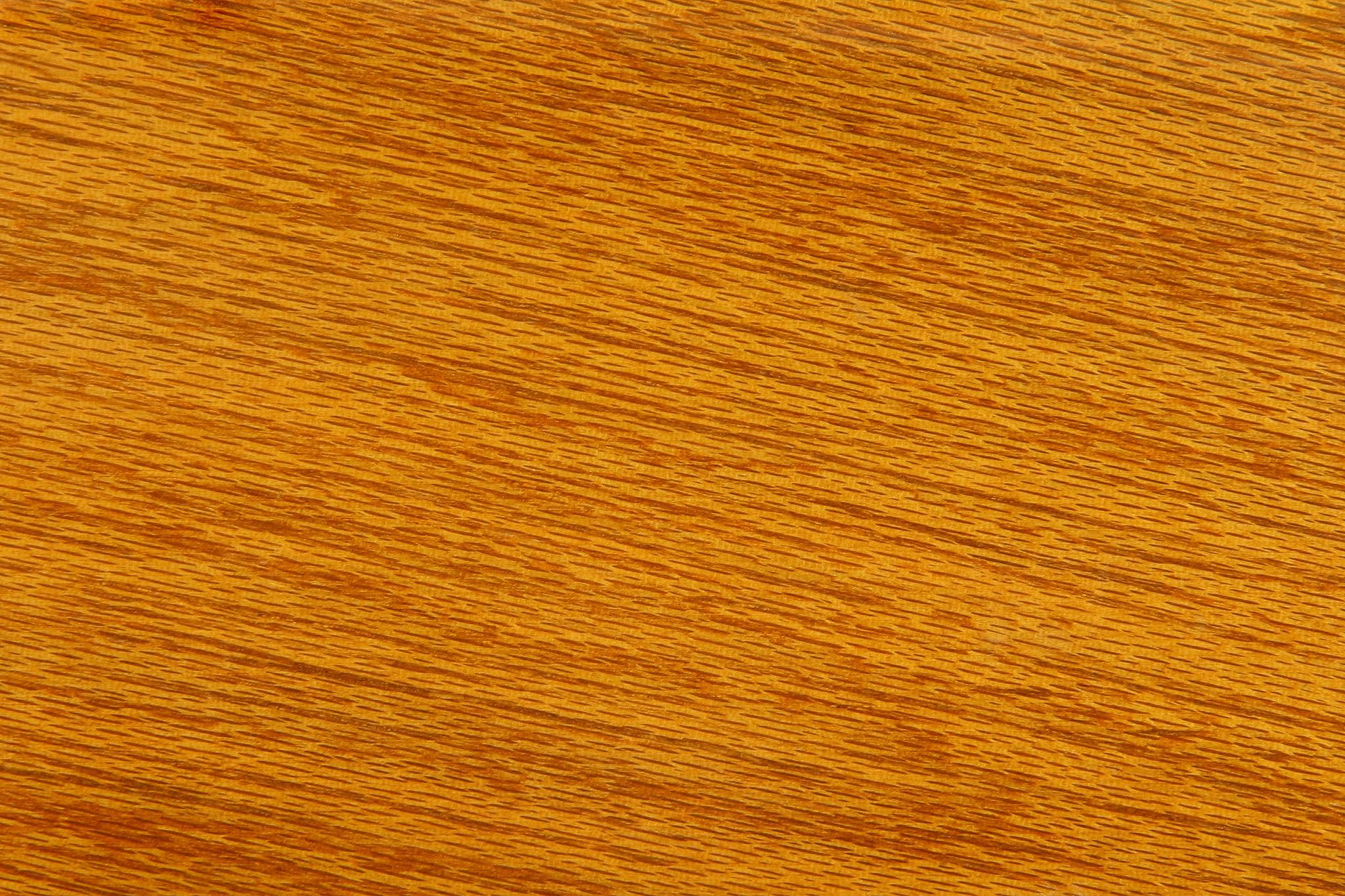 黄褐色のシナノキの木地