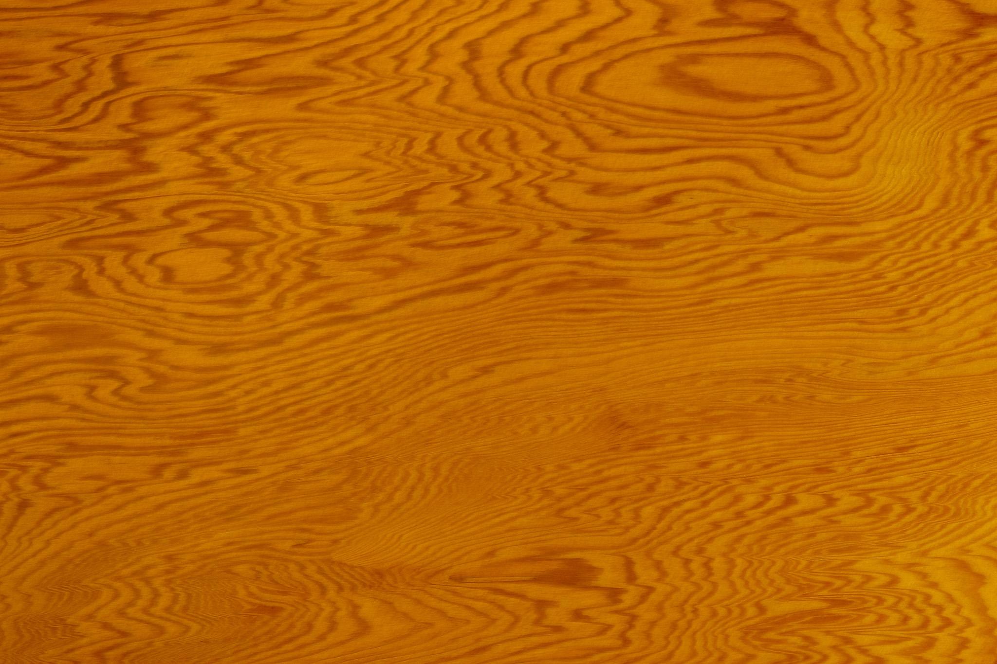 「縞模様が美しい老松の木目」
