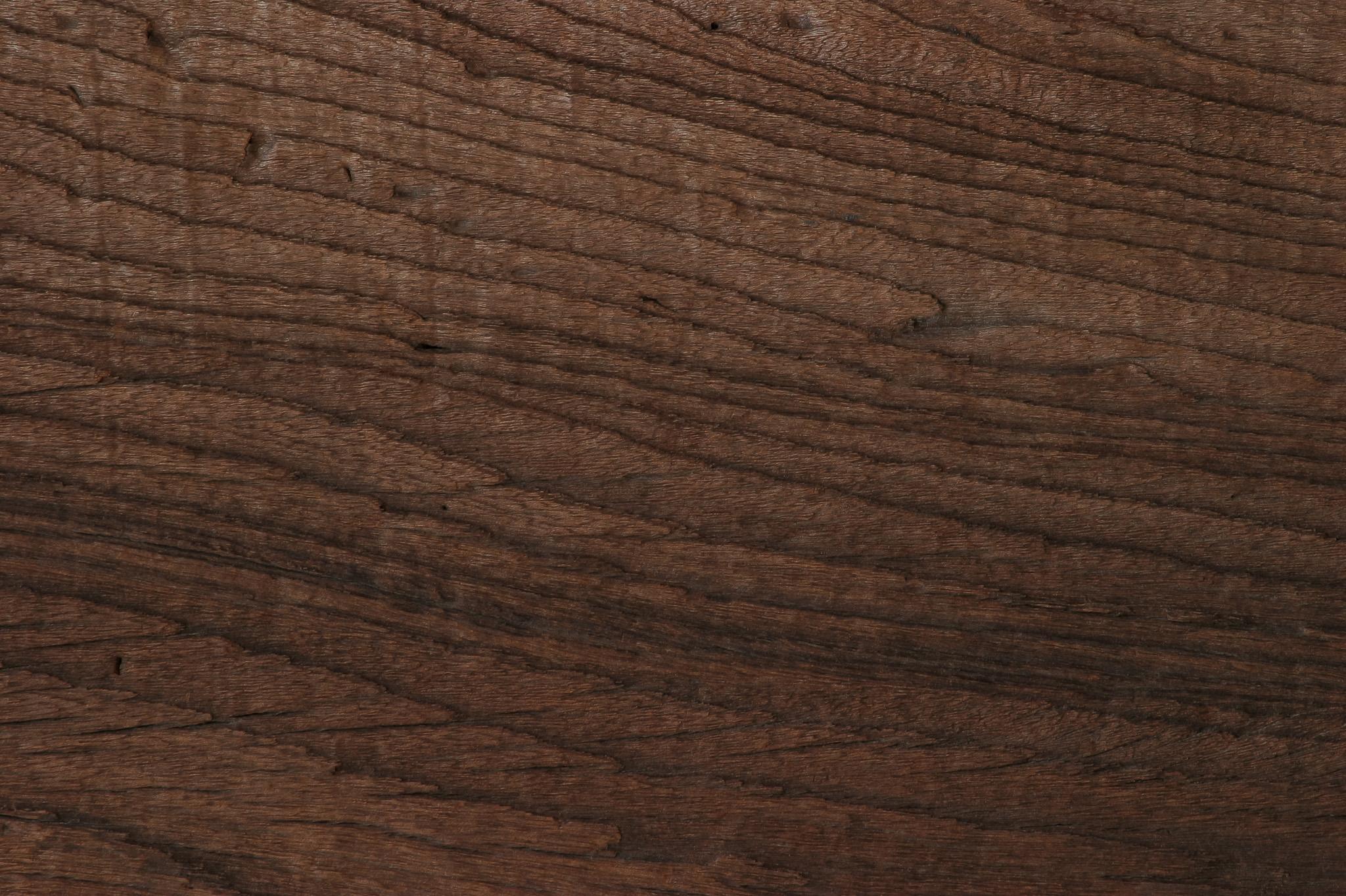 「年代を感じる木の壁板」