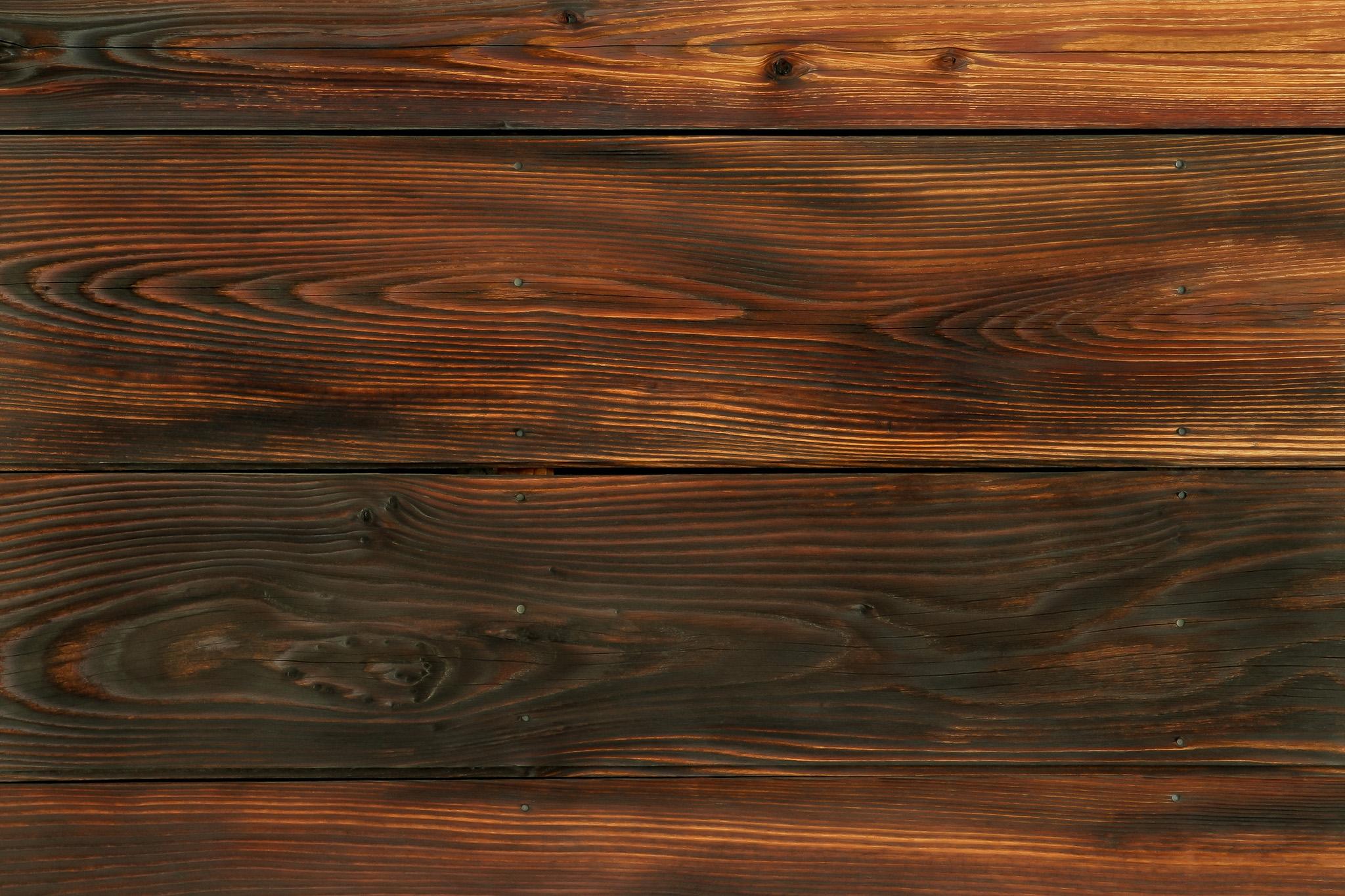 「焼き杉板の木壁」
