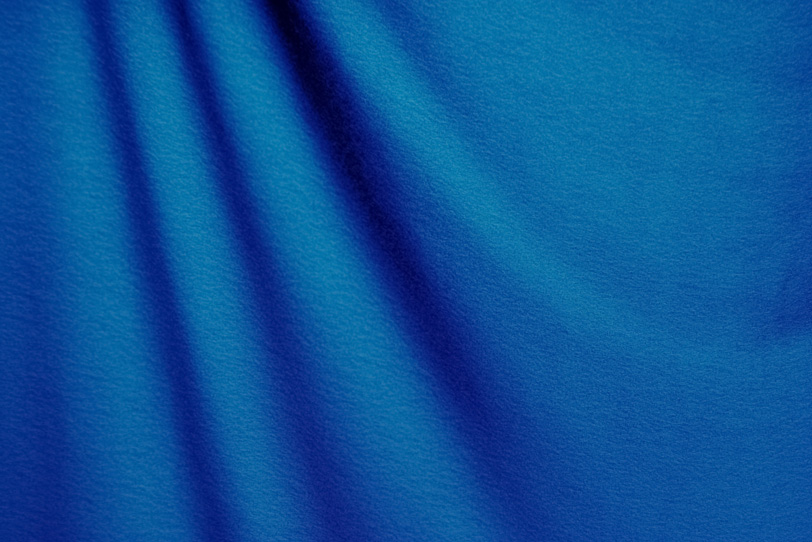 青く柔らかな布の写真画像