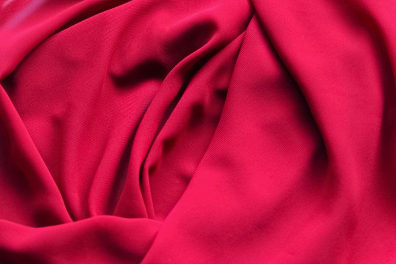 赤いバラの様なテキスタイル素材の写真画像