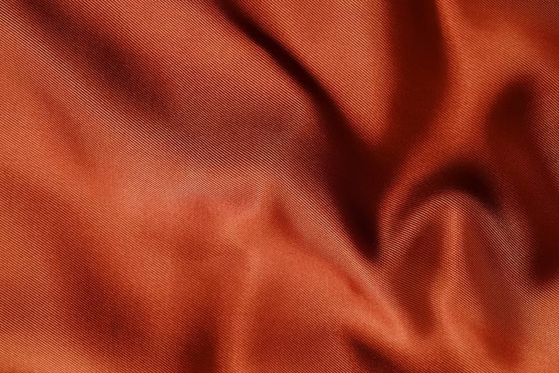 光沢のあるオレンジ色の布地の写真画像