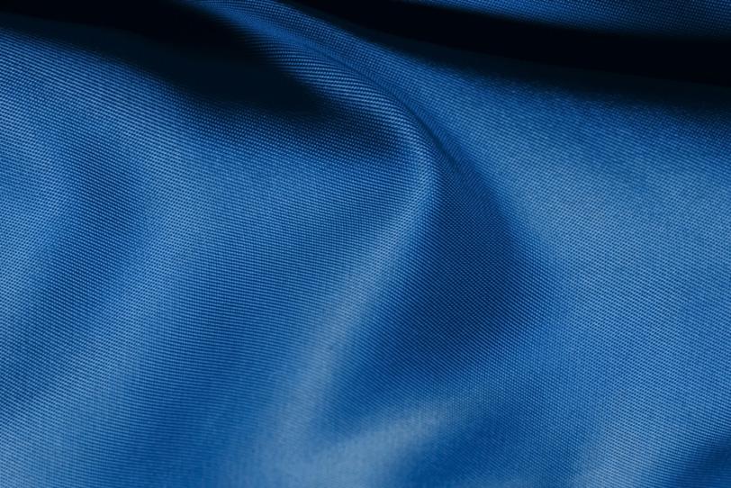 川の流れの様な青い布の写真画像