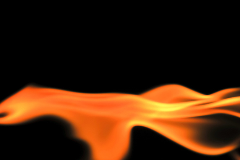 川のように流れる赤い炎の写真画像