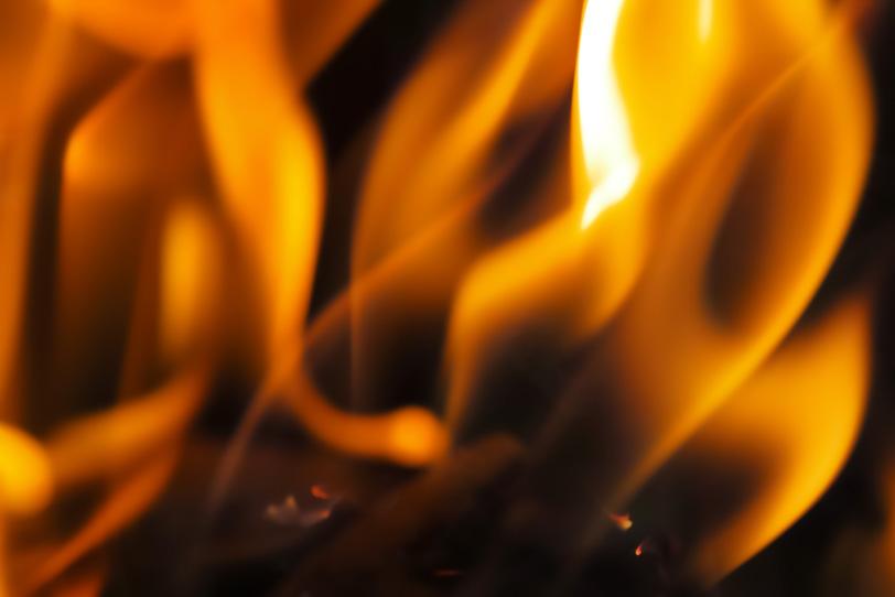 赫々と燃える炎のテクスチャの写真画像