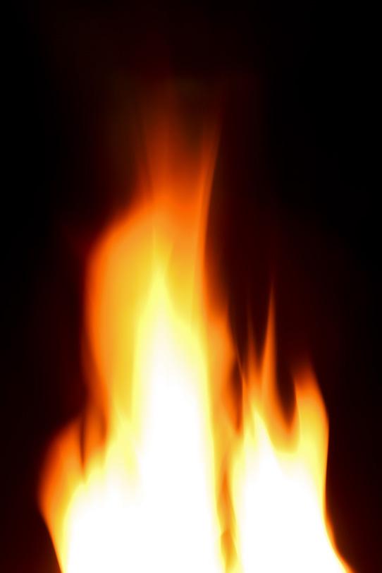 流れるように燃え立つ火柱の写真画像