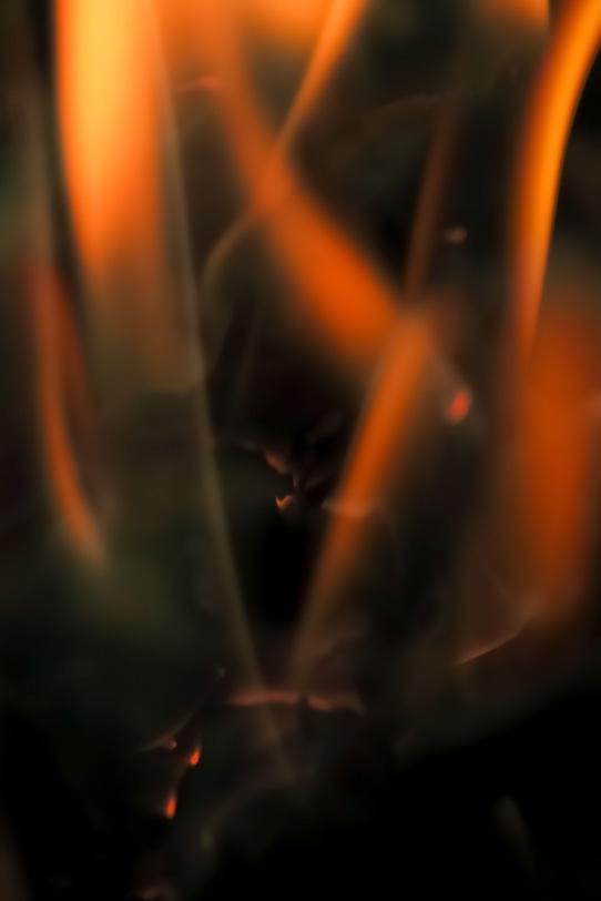 剣の様な炎が幾つも立上がるの写真画像