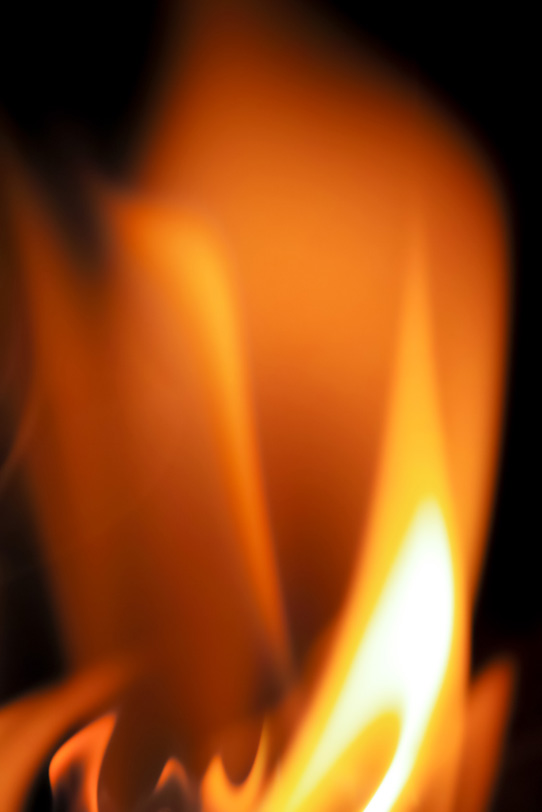 立ち塞がる炎の壁の写真画像