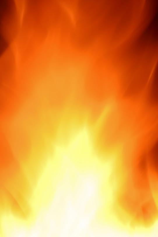 広がる様に激しく燃焼する炎の写真画像