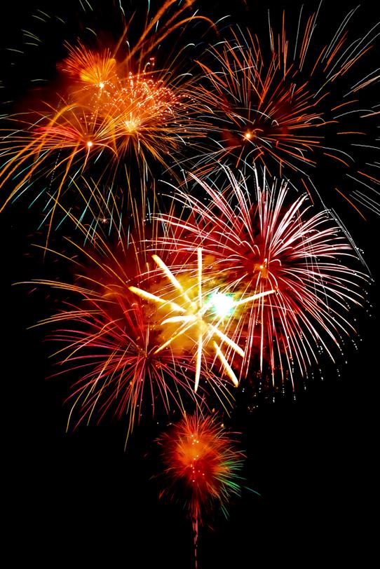 花火大会を盛上げる派手な花火の写真画像
