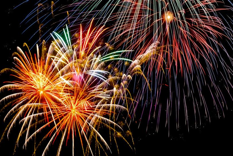 夏祭りの夜を彩る花火の写真画像