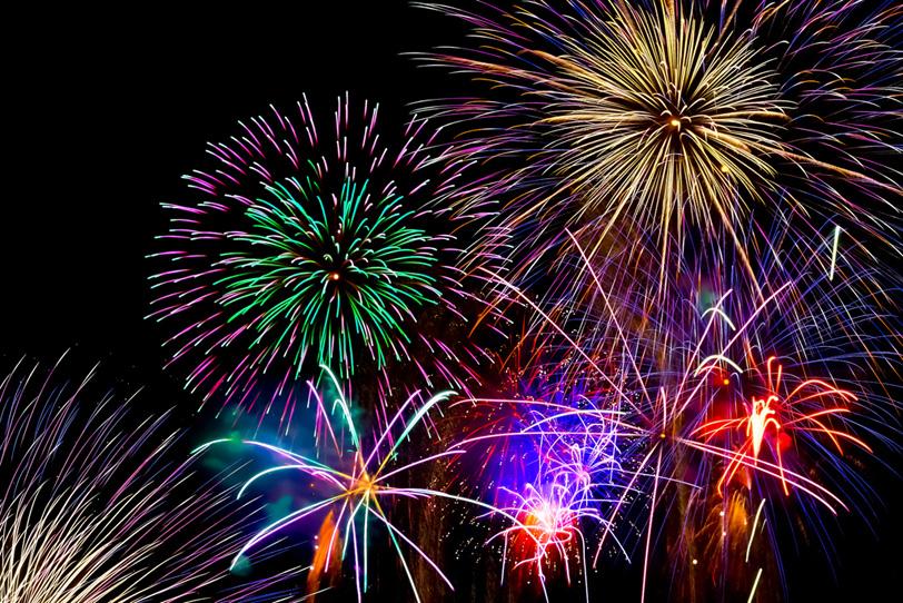 祭りを盛上げる花火の写真画像