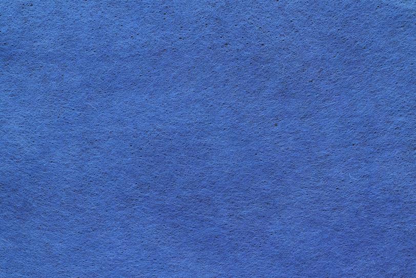 染めた青紫色の和紙の写真画像