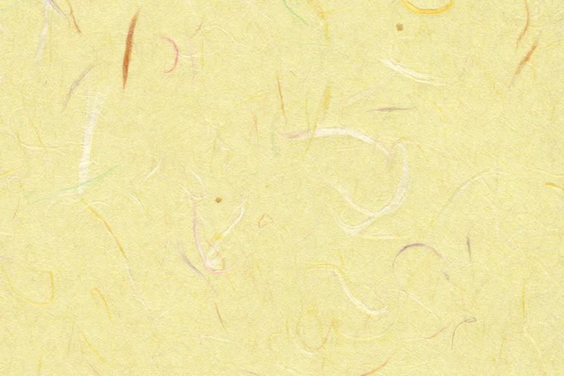 色付き楮が入った薄黄色の和紙の写真画像