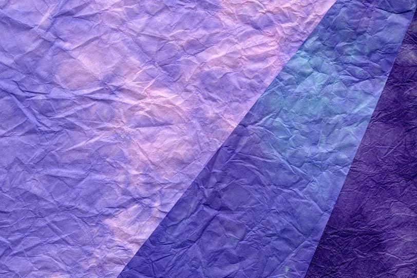 紫系の三枚のもみ染め和紙背景の写真画像