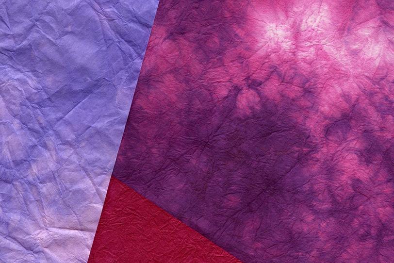 鮮やかな色彩の絞り染めの和紙の写真画像