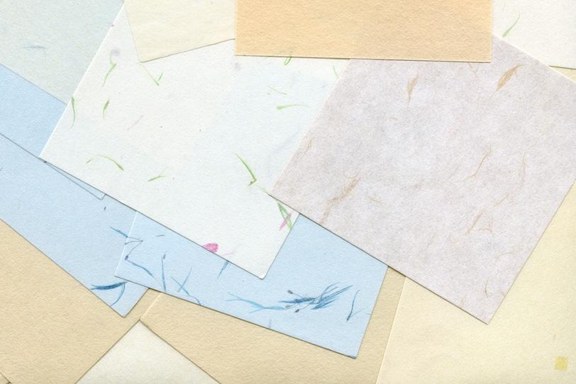 模様の入った淡色系の和紙の写真画像