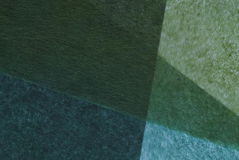 繊維が透けて見える緑の極薄和紙の写真画像