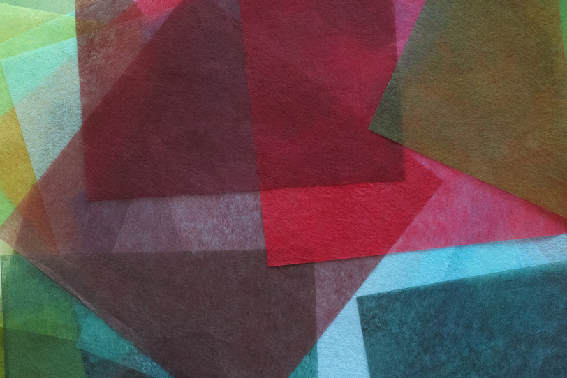 カラフルな薄い和紙の和風背景の写真画像