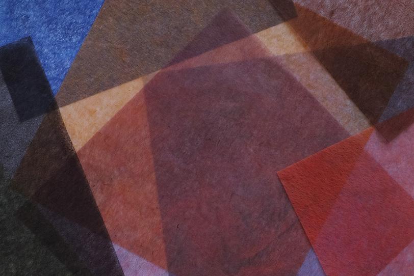 色染めした薄い和紙を重ねた背景の写真画像
