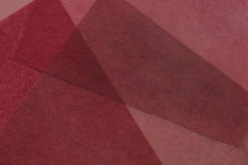 紅色に染められた極薄染和紙の写真画像