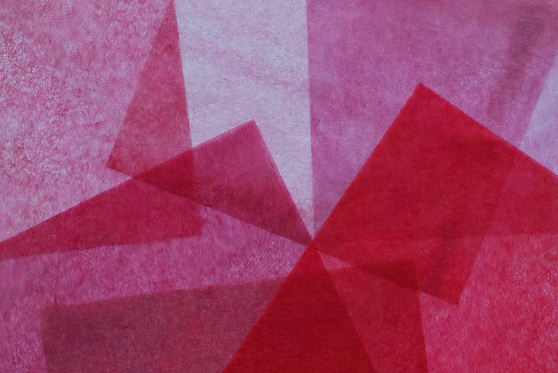 洋紅色に染めた極薄和紙の背景の写真画像