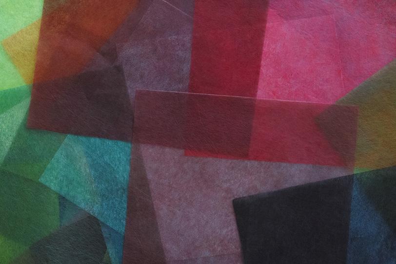 薄い色染め和紙を重ね合わせた背景の写真画像