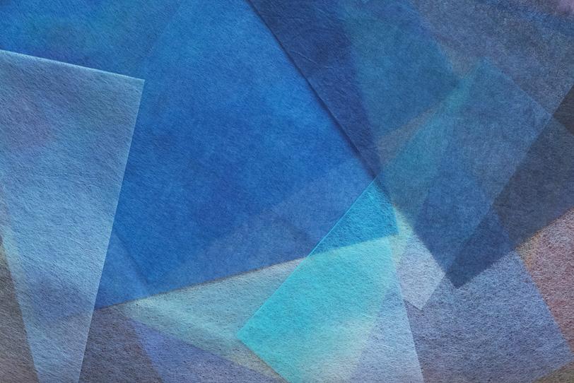 青系の薄和紙を重ねた和風の背景の写真画像