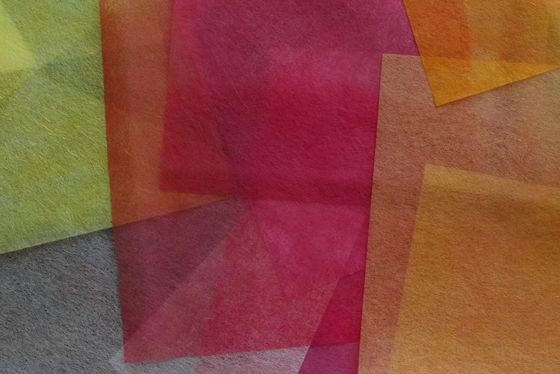 温かみのある暖色系の色染め和紙の写真画像