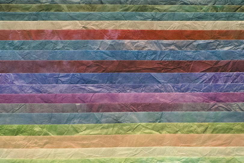 落着いた色彩の和紙を並べた背景の写真画像