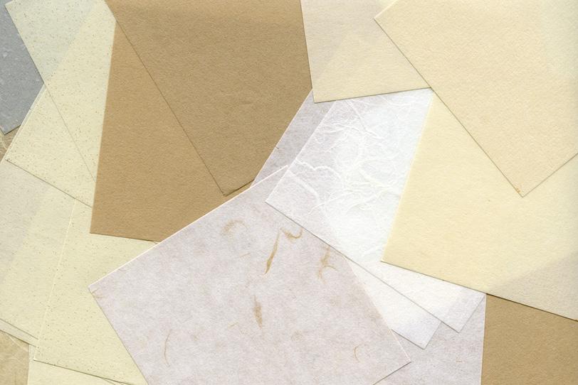 色々な種類の和紙を重ねた背景の写真画像