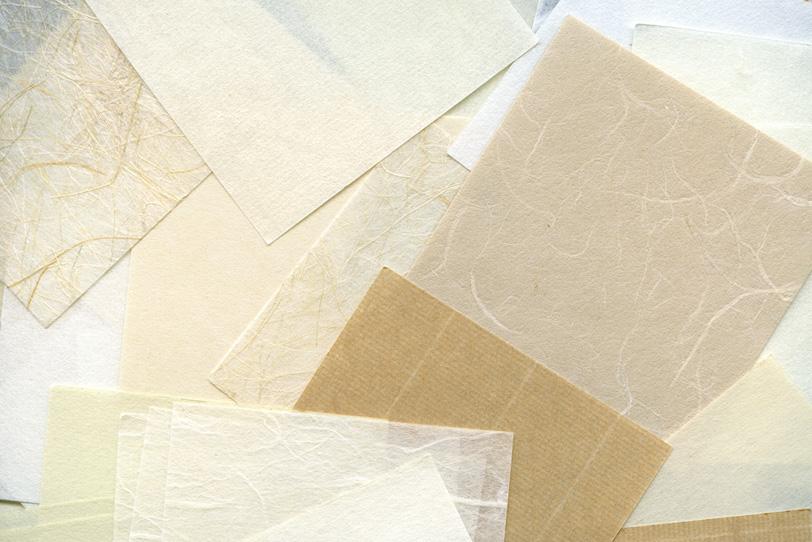 白や茶色の様々な和紙のテクスチャの写真画像