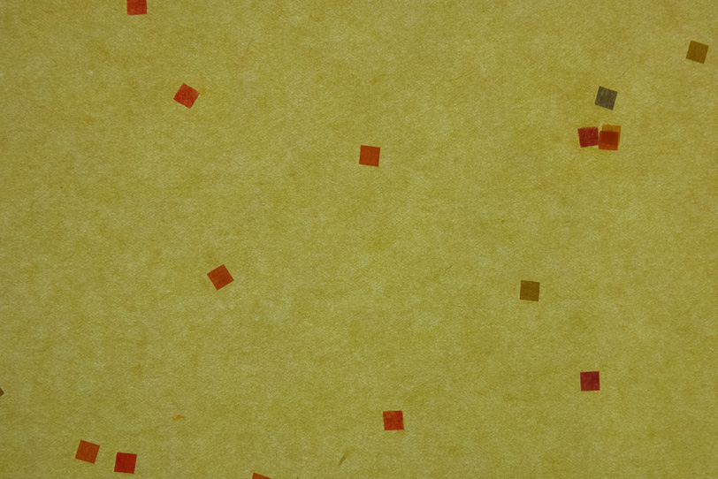 薄黄土色の四角色柄が入った和紙の写真画像