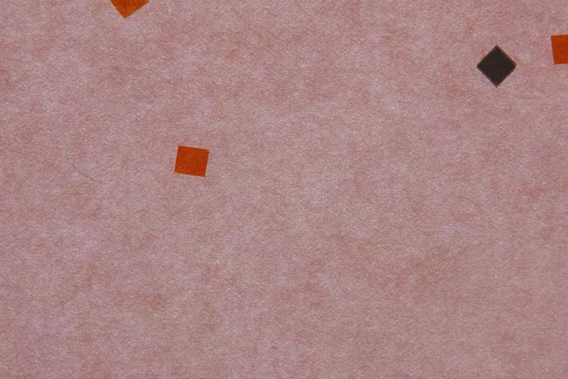 くすんだ薄紅色に模様がある和紙の写真画像