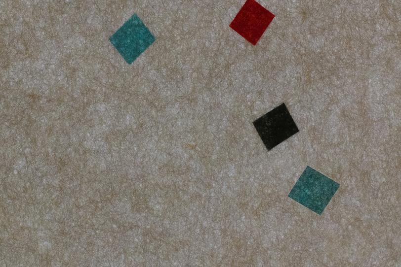 灰色筋模様の紙に色柄が入った和紙の写真画像