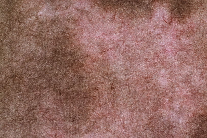 独特の趣のあるピンクと茶色の絞染和紙の写真画像