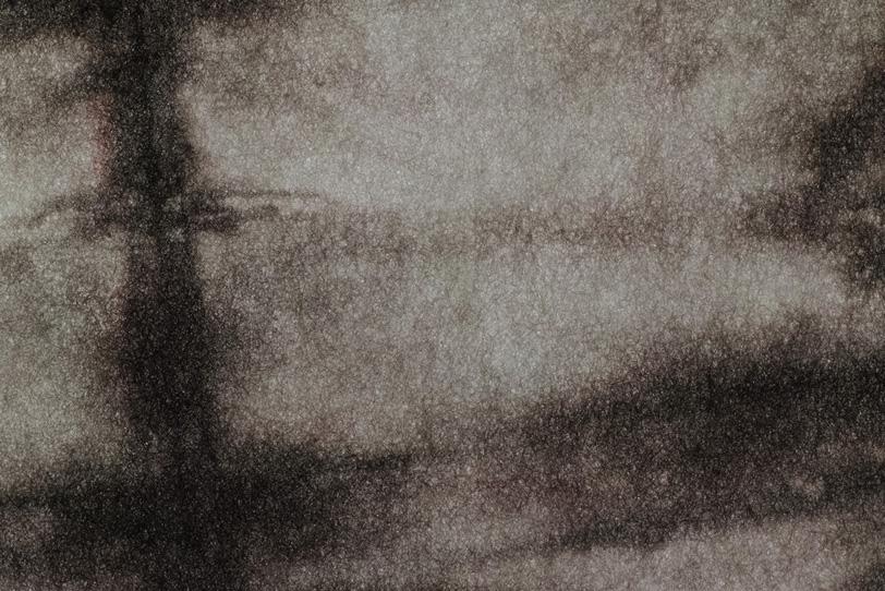 独特の黒模様のある絞り染め和紙の写真画像