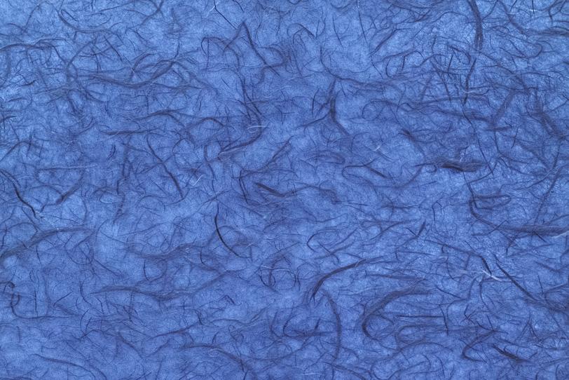 楮繊維が幾つも入った群青色和紙の写真画像