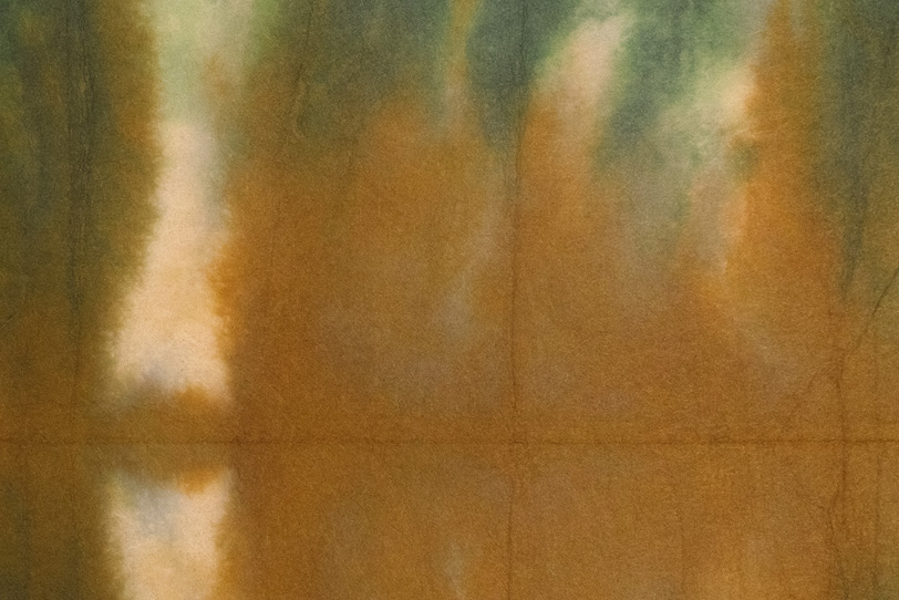 茶緑白が滲む暈染和紙の写真画像