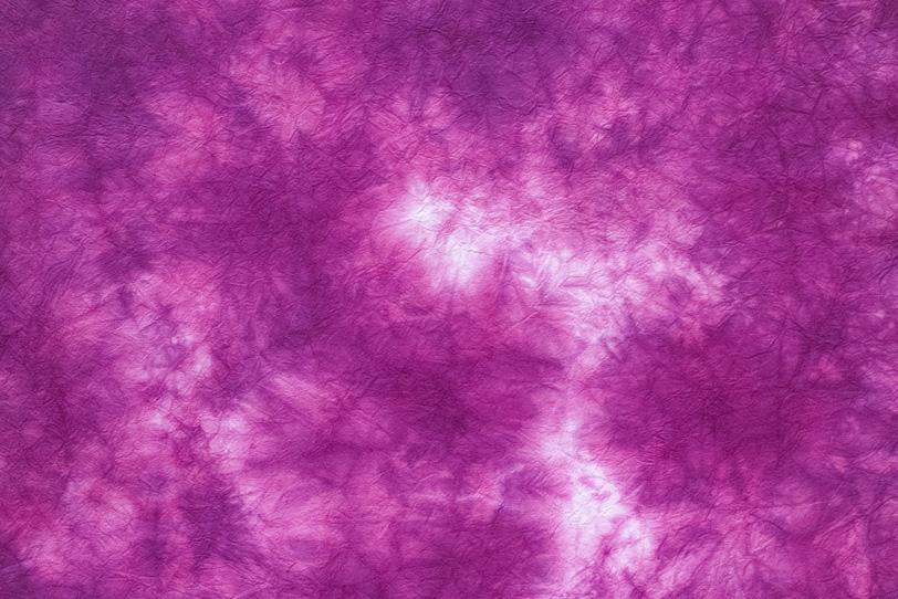 花のような赤紫色の絞染和紙の写真画像
